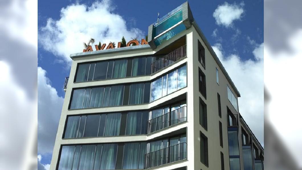 酒店右上角突起處,就是造型泳池。圖/翻攝Avalon Hotel Gothenburg臉書