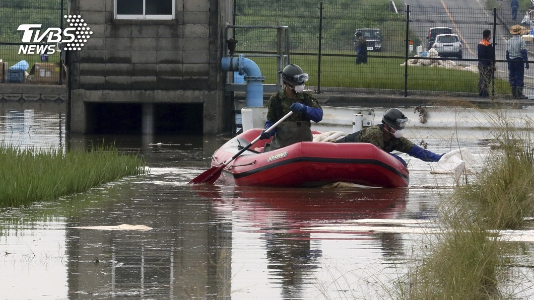圖/達志影像美聯社 日本大雨下不停 九州淹完換北海道淹