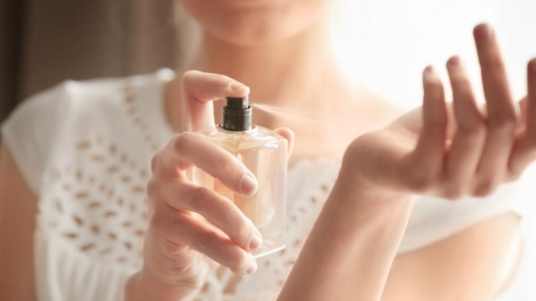 示意圖/TVBS 香氣太濃令人難受? 「1張面紙」實測香水是否噴過量