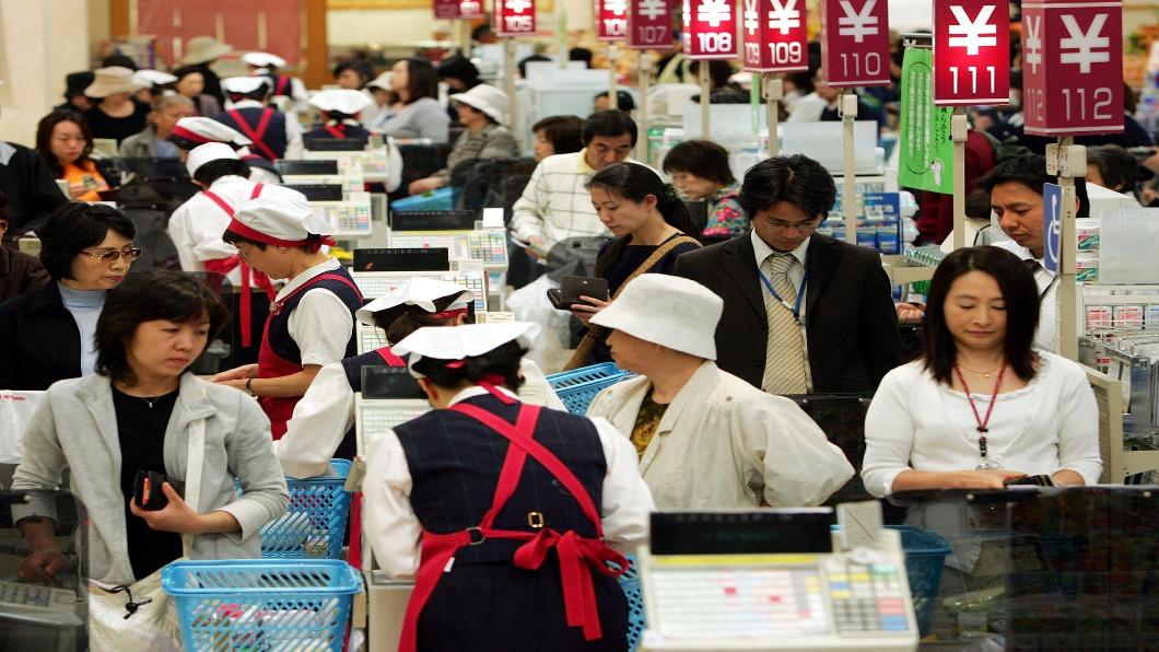 圖/達志影像美聯社 日本備戰十月漲稅!收銀機缺貨 商家苦惱