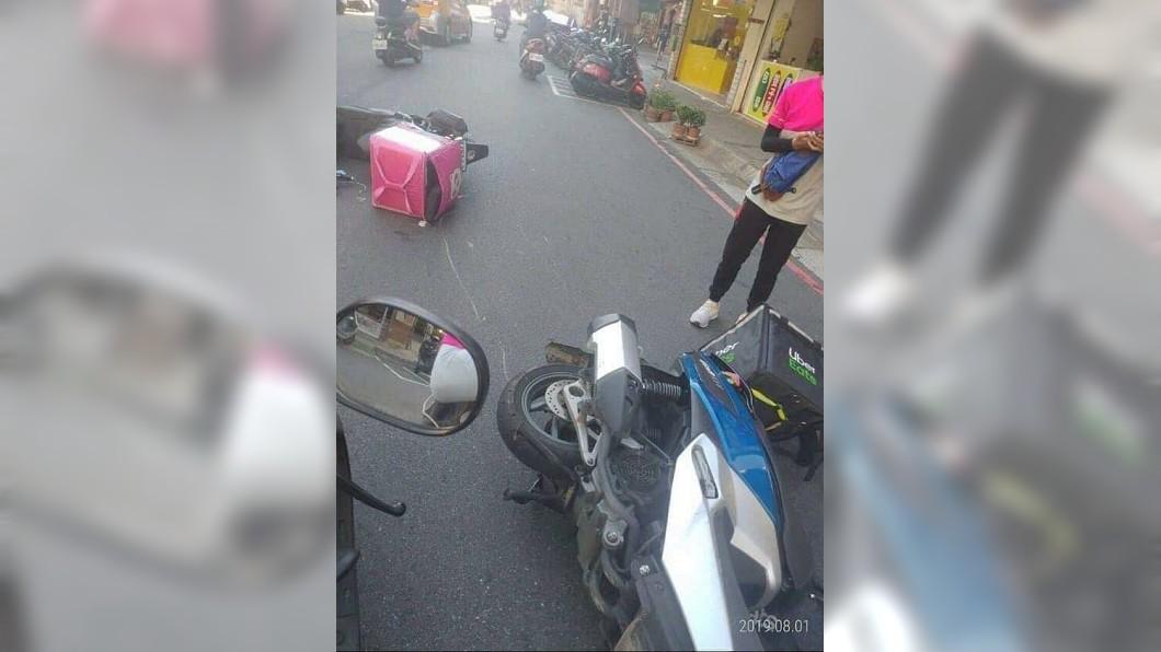 之前也能發生2間外送員車禍。圖/翻攝爆廢公社臉書