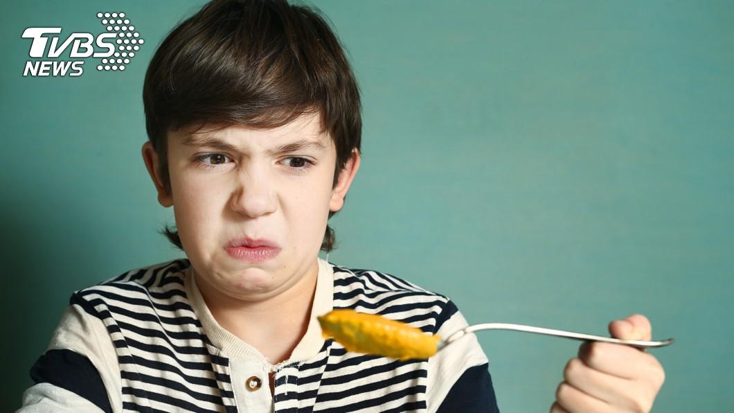 示意圖/TVBS 少年雙眼將近失明 竟因挑食只吃「這食物」!
