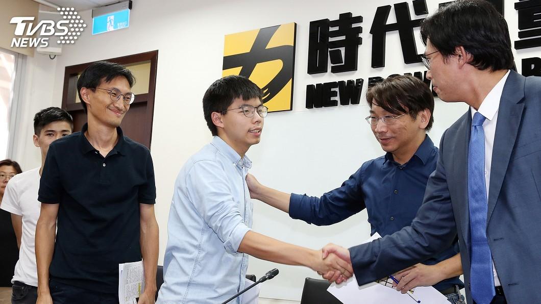 圖/中央社 黃之鋒拜訪時力 盼台灣民眾總動員支持香港