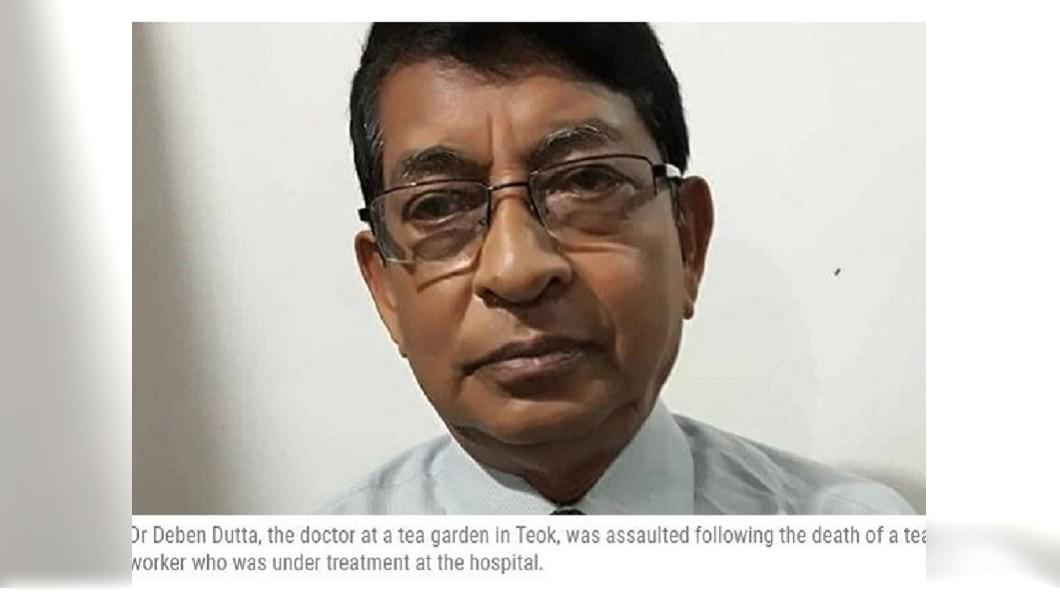 印度一名73歲的退休醫師,主動表達到偏鄉服務,一名女茶工被送醫急救時,醫師正好外出不在,最後女茶工死亡,村民認為他怠忽職守將他圍毆致死。(圖/翻攝自印度快報)