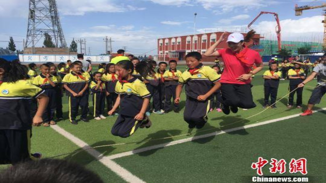 圖/翻攝自 中新網 大陸推「健康運動」 中小學生掀跳繩熱