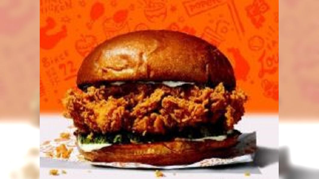 圖/翻攝自令狐磊的雜志發現室微博 爆紅炸雞三明治賣光! 男客吃不到竟暴怒掏槍