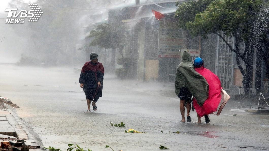 圖/達志影像路透社 越南中部暴雨釀災 6死9失蹤經濟損失嚴重