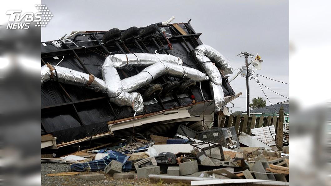圖/達志影像美聯社 颶風多利安肆虐美東! 龍捲風摧毀拖車