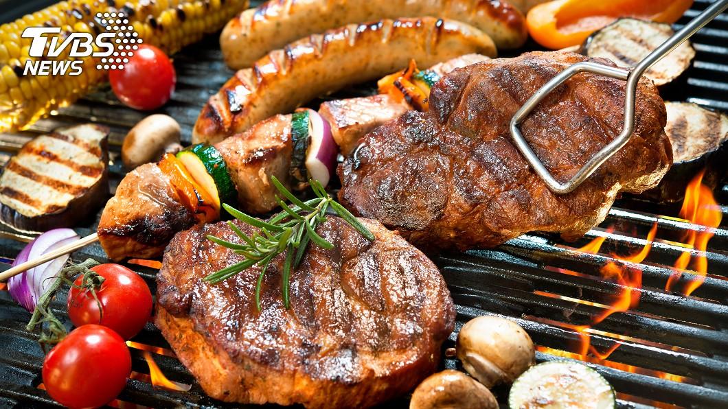 中秋大吃烤肉易造成腸胃不適。示意圖/TVBS