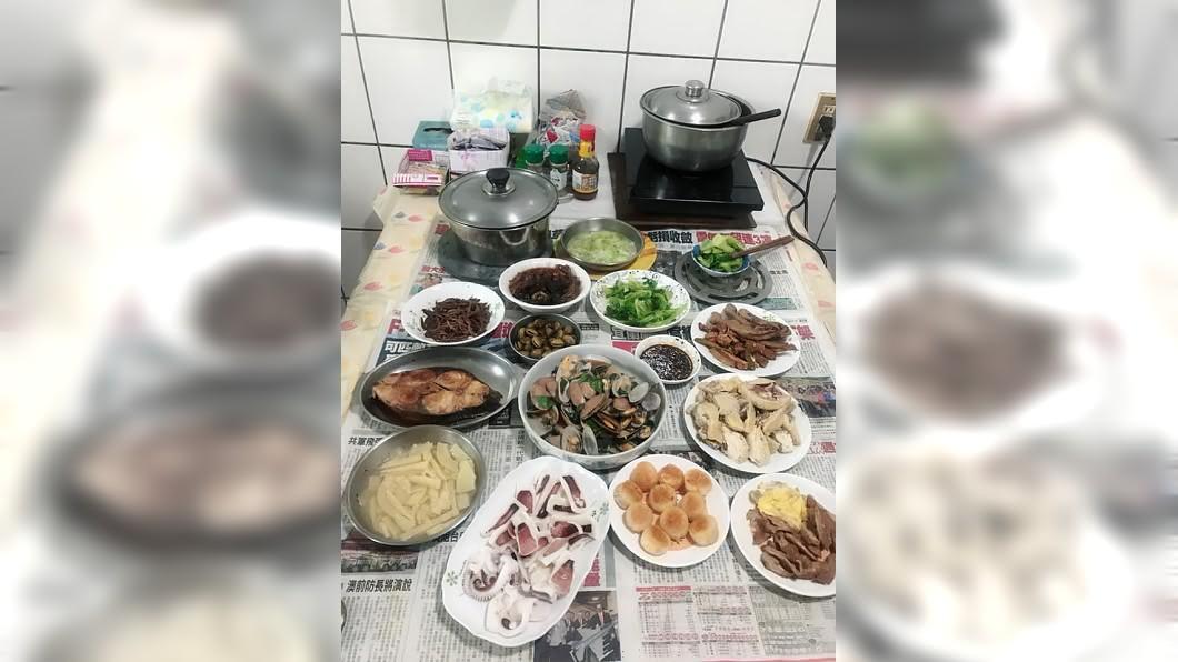 圖/翻攝自臉書社團「爆怨公社」 結婚15年都免煮!婆婆開刀她首下廚 一桌菜驚呆2萬人