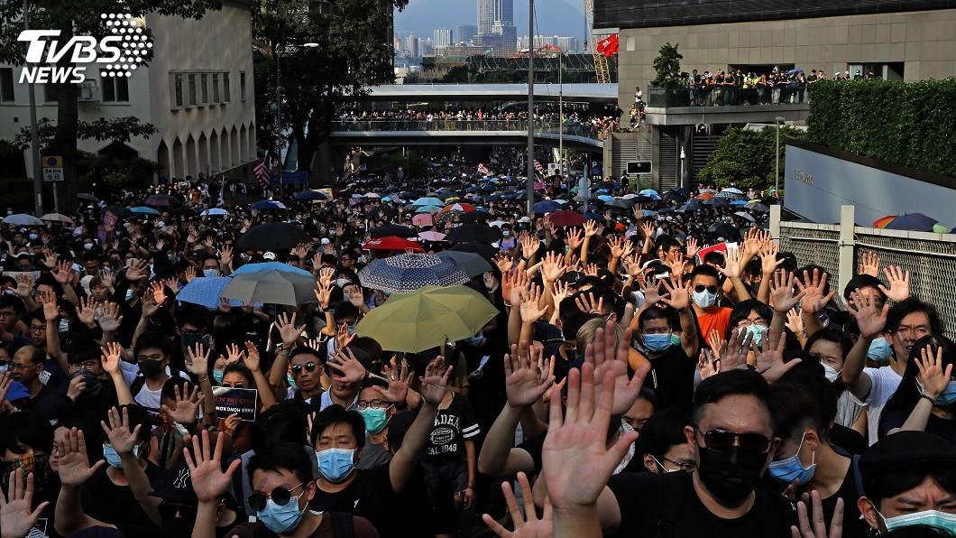 圖/達志影像美聯社 香港反送中 抗議方式從「和理非」變「堵圍破」