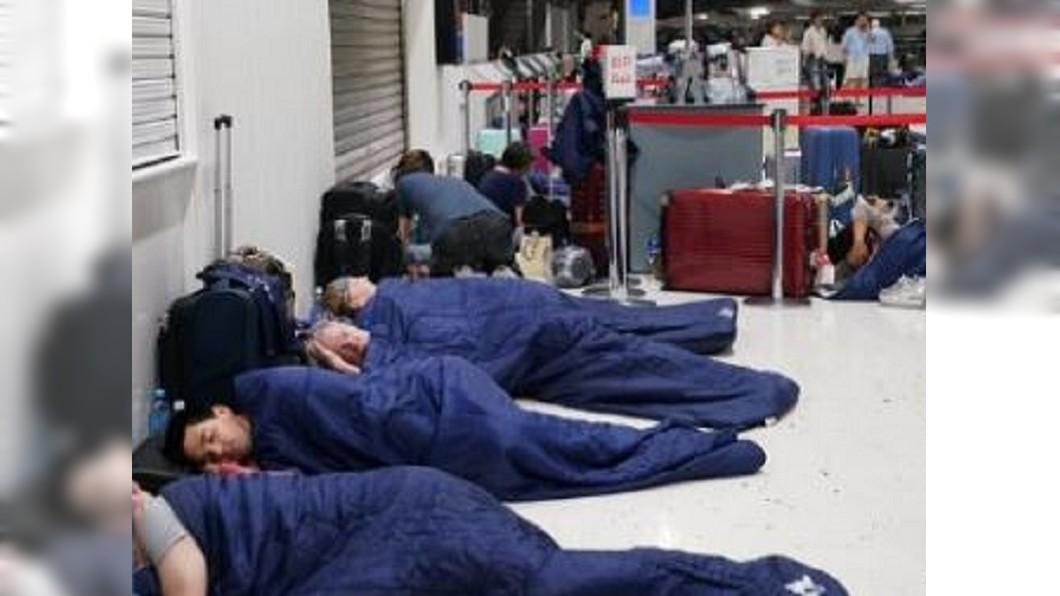 圖/翻攝自林萍在日本微博 千葉大停電! 成田機場陷「陸上孤島」狀態