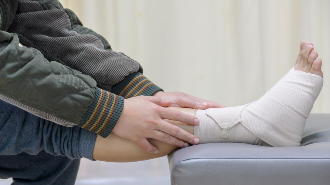 示意圖/TVBS 「假寡婦」一夜來5次!男大腿發紅腫脹化膿潰爛