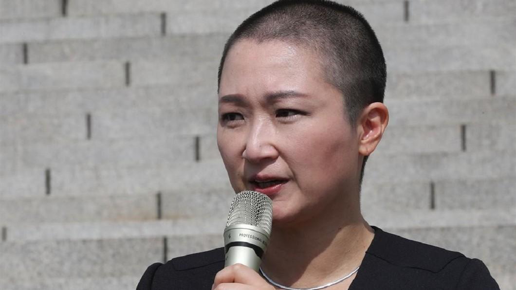 圖/翻攝自TheKoreaTimes 抗議南韓醜聞部長上任 國會女議員剃光頭
