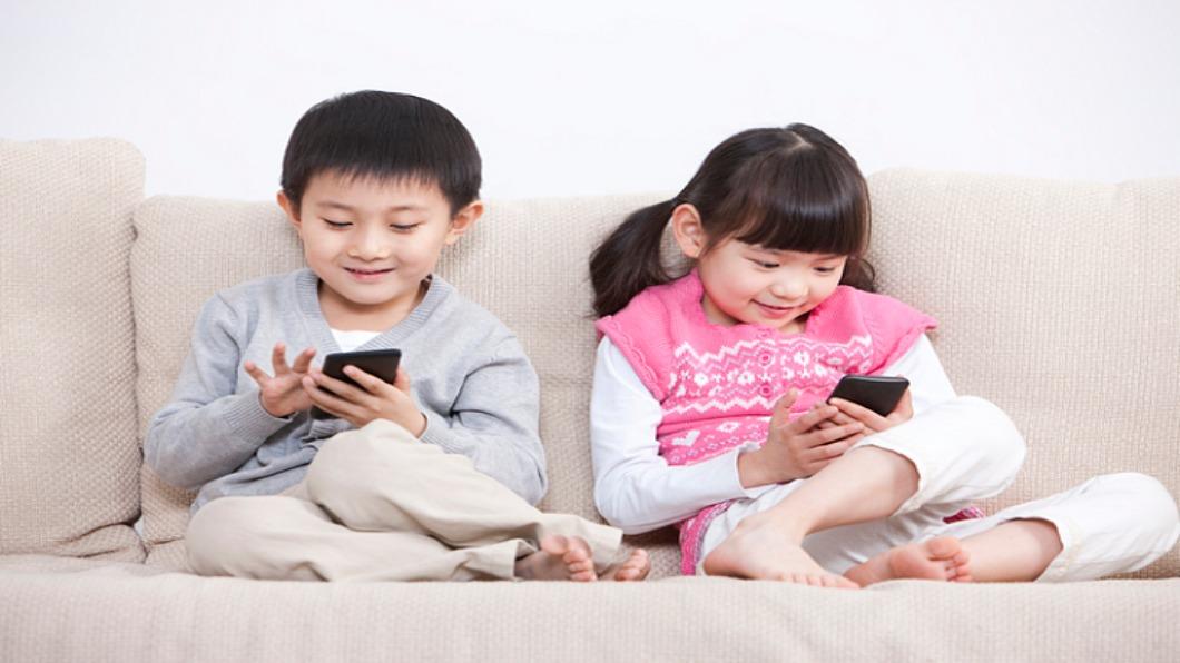 圖/達志影像 日本93萬青少年網路成癮 「離線營」戒3C