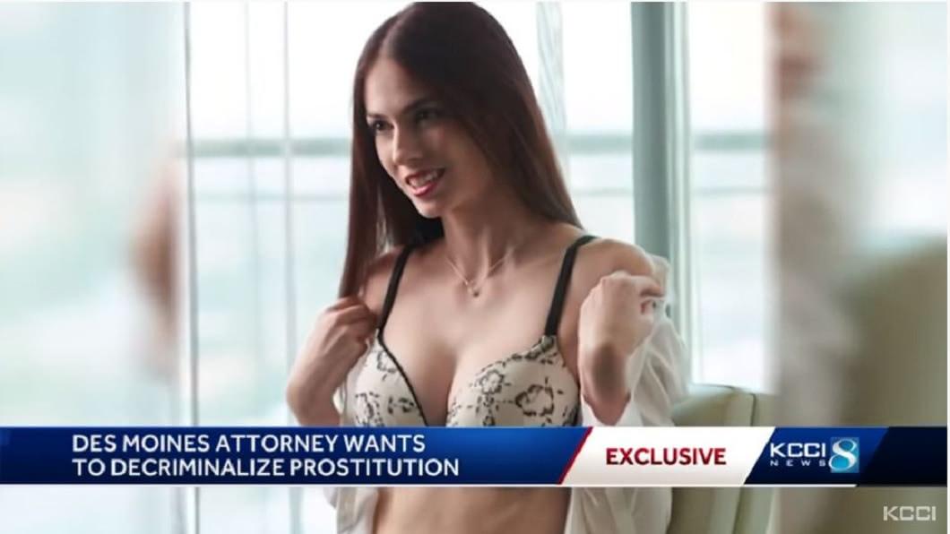 會選擇這樣做,該名正妹律師表示,主要是想要推動賣淫合法化,讓這些女性不再受到歧視。(圖/翻攝自YouTube)