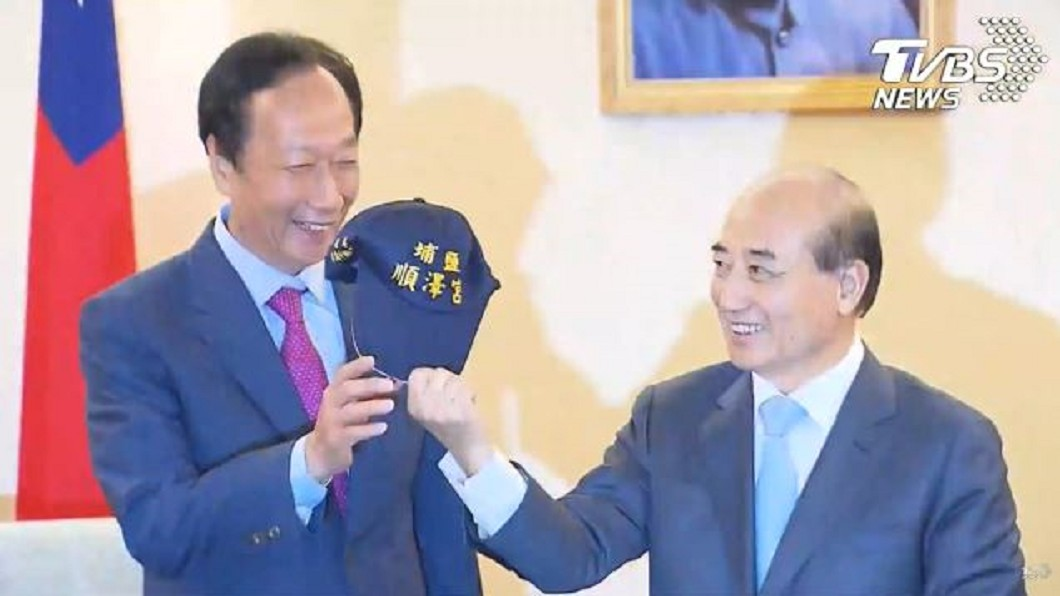 圖/TVBS 贈郭董「宮廟冠軍帽」引聯想  王金平:拒絕當副手