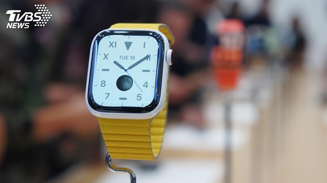 圖/中央社 Apple Watch第5代實測 螢幕恆亮最實用
