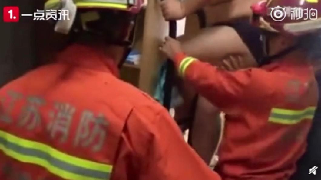 消防員到場救援。圖/翻攝自微博