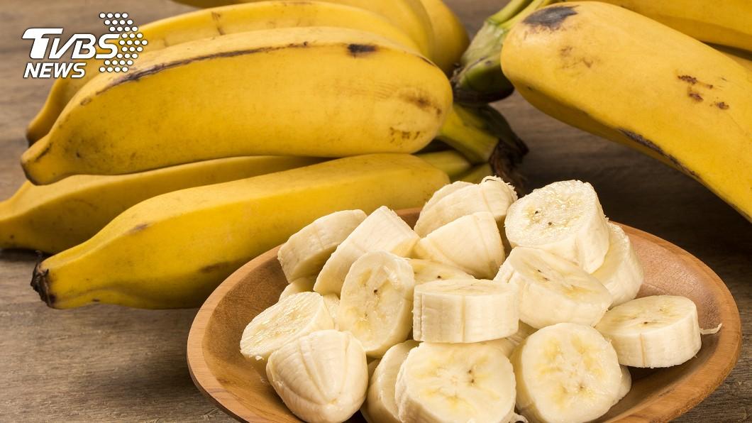 許多人認為超商店員是一份辛苦的工作。示意圖/TVBS 買香蕉要求加熱!超商店員一問…客竟回:我要催熟