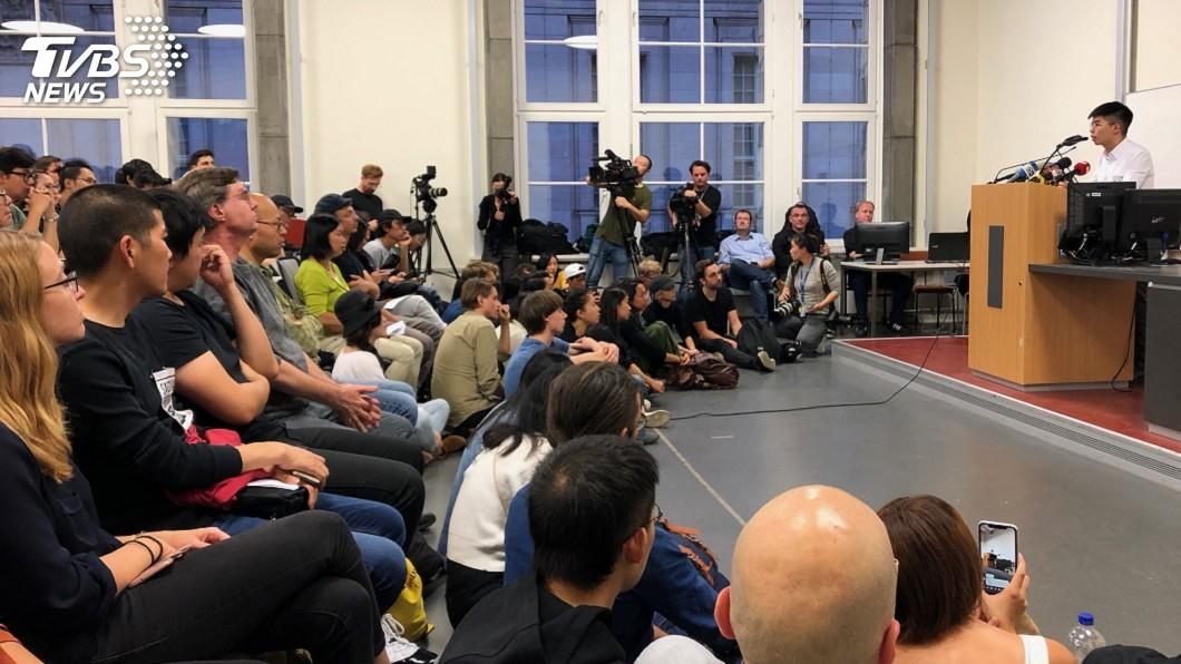 圖/中央社 黃之鋒柏林演講談反送中 群眾自發參與前所未見