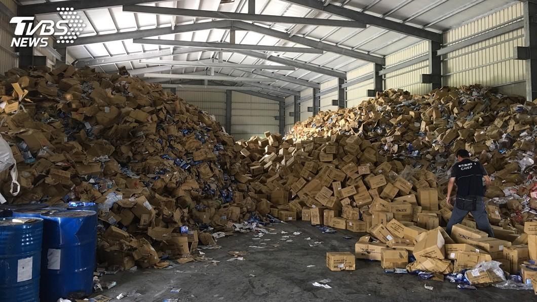 圖/中央社 環保公司未銷毀不良面膜 私運轉送流入市面
