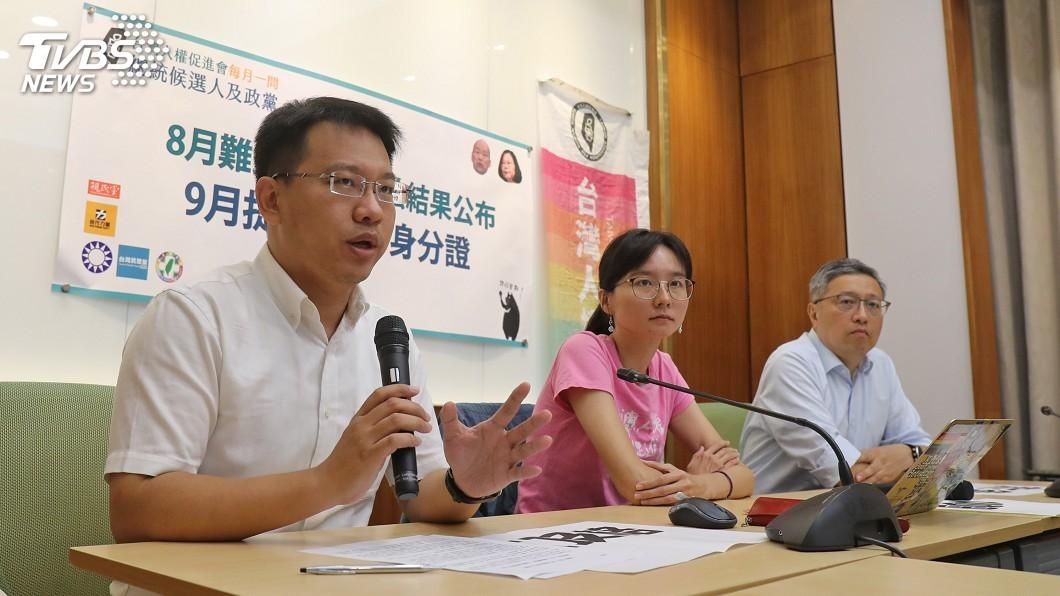 圖/中央社 明年10月起換發數位身分證 台權會拋5大問題