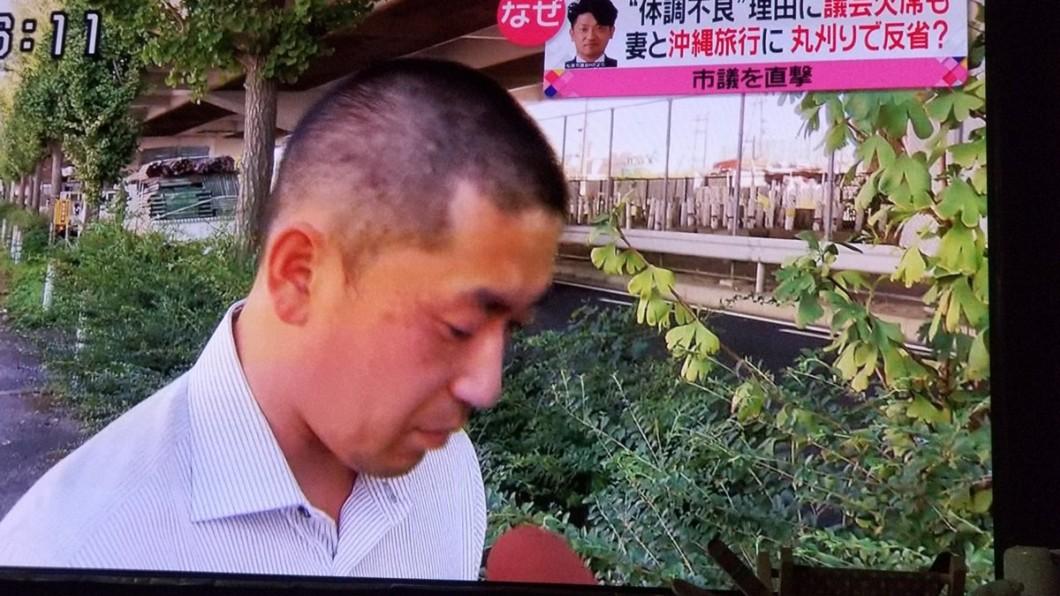 圖/翻攝自しかのすけ君 推特 大阪議員裝病遊沖繩 被踢爆後剃光頭謝罪