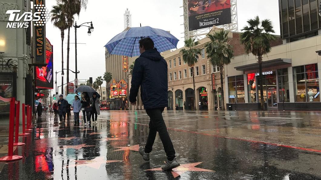 示意圖/TVBS 美洛磯山降「塑膠雨」 喝水一張信用卡下肚