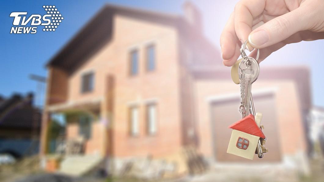 房價高漲的時代,不少人都會選擇在外租屋。示意圖/TVBS 硬帶陌生人進房!房東辯「合約沒寫不行」 網勸:快換鎖