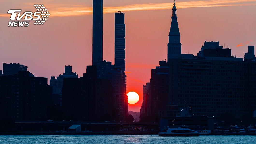 於紐約曼哈頓拍下的懸日。圖/TVBS
