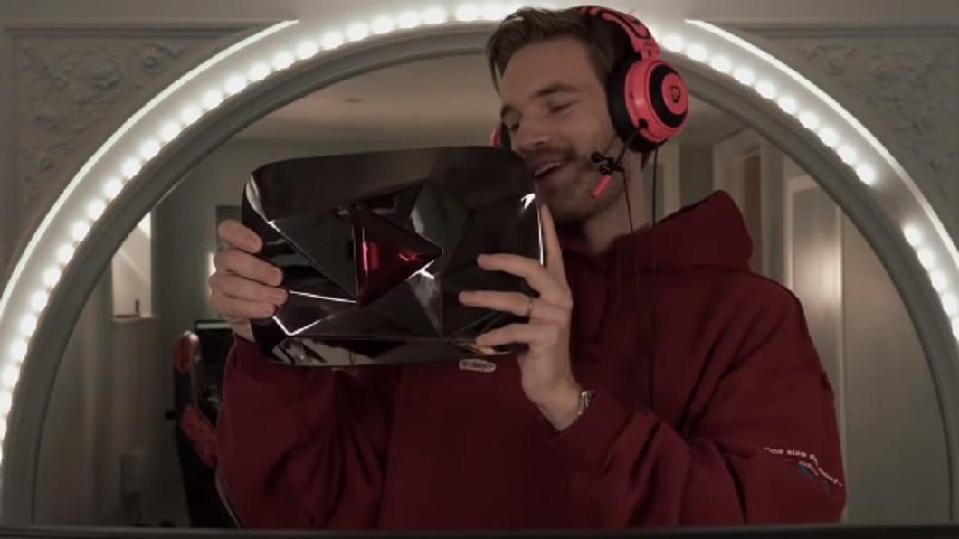 「PewDiePie」成為史上首位破億訂閱的影音創作者。 圖/翻攝自「PewDiePie」YouTube頻道 賀首位破億訂閱YouTuber! 官方竟大方送鑽石