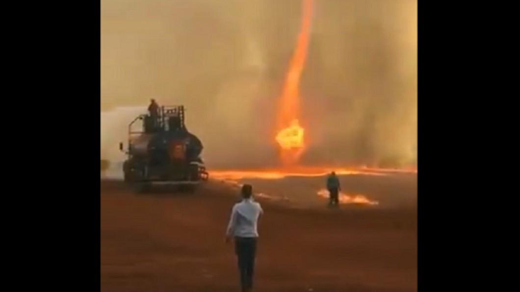 巴西火龍捲狂燒。圖/翻攝自Twitter 地球的肺在吶喊!巴西驚見火龍捲 高溫逾千度
