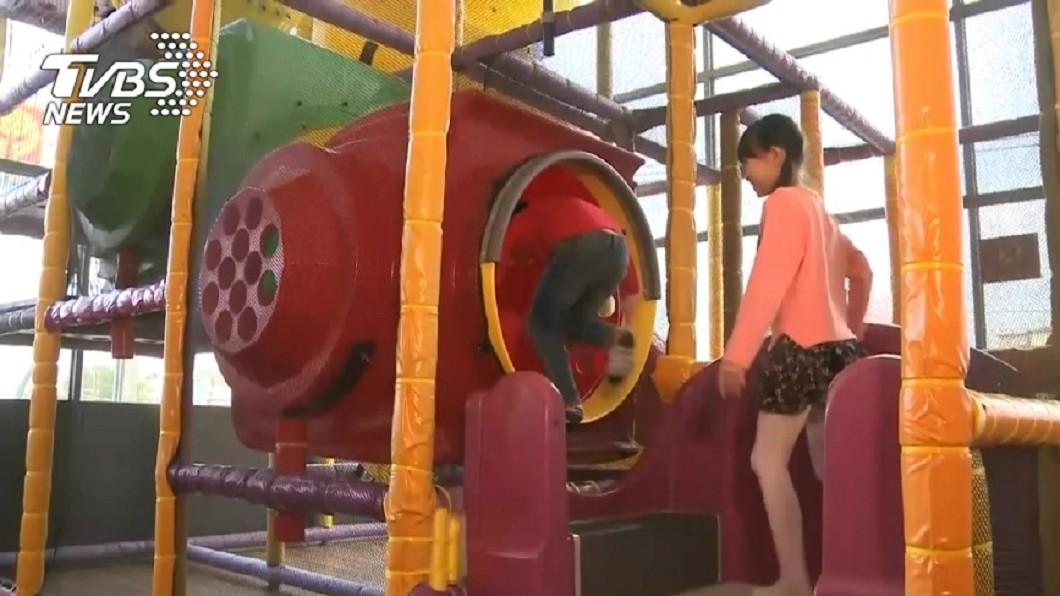 公共遊戲區竟有得腸病毒的兒童。示意圖/TVBS 口罩弟闖遊戲區玩瘋! 天真「一句話」讓她秒崩潰