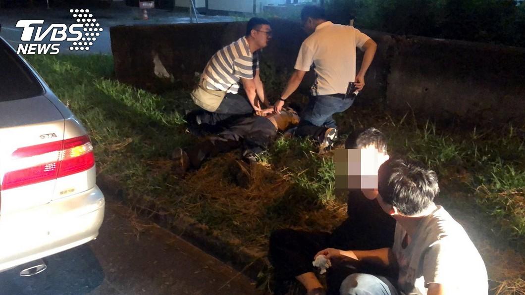 圖/中央社 警匪國道追逐 警連開2槍逼嫌疑人就逮