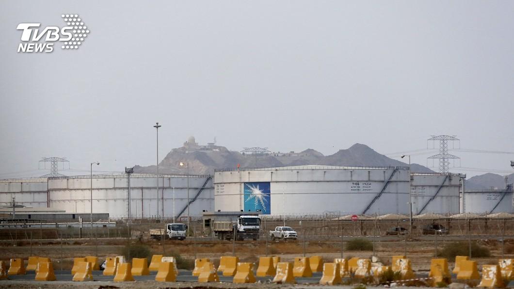 圖/達志影像美聯社 沙國油田疑遭飛彈攻擊 專家憂油價飆破3位數