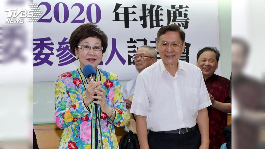 圖/中央社 呂秀蓮搭檔彭百顯 申請連署參選總統、副總統