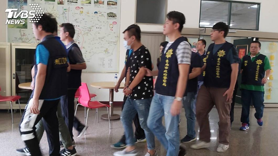 圖/中央社(翻攝相片) 生前契約公司仲介塔位吸金 台南警方逮4人