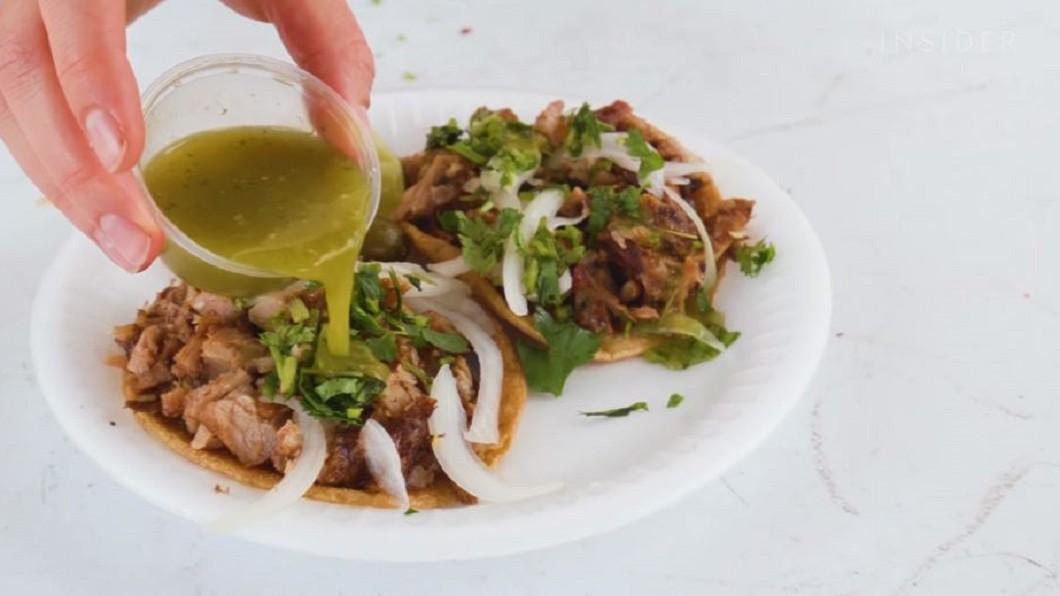 圖/翻攝自Food Insider 餡料滿到溢出來 洛杉磯超夯塔可餅