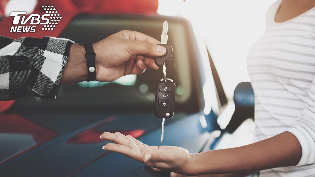 示意圖/TVBS 長輩建議「總資產1/3」買車 網傻眼:不如不要買!