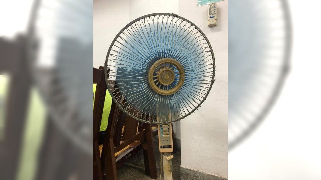 原PO家中使用36年的古董級電風扇照片。圖/翻攝爆廢公社臉書