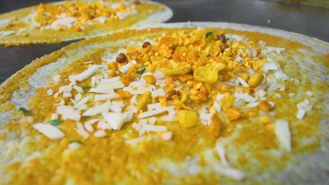 圖/翻攝自Food Insider 印度廟地下食堂藏美食! 傳統小吃飄香26年
