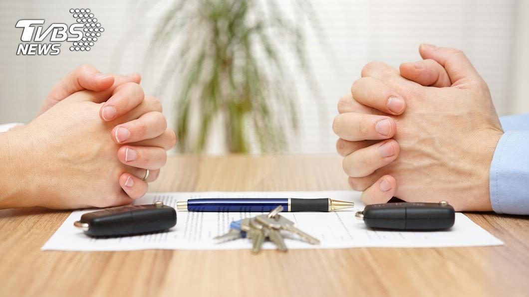 不少男女在結婚前,彼此會簽訂一份婚前協議書,明訂婚後雙方的權利義務。(示意圖/TVBS) 未婚妻列12項婚前協議…男看完涕淚滿面 網讚:快娶