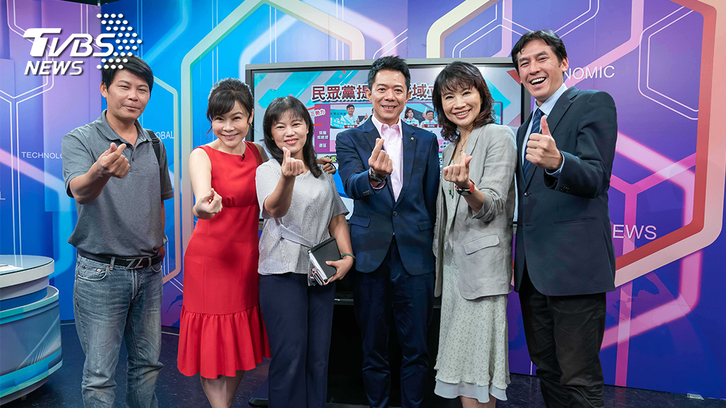 TVBS《國民大會 2020大白話》首播,主持人錢怡君直呼「腳快斷了」 (圖/TVBS) 《國民大會 2020大白話》首播 主持人臉書被灌爆