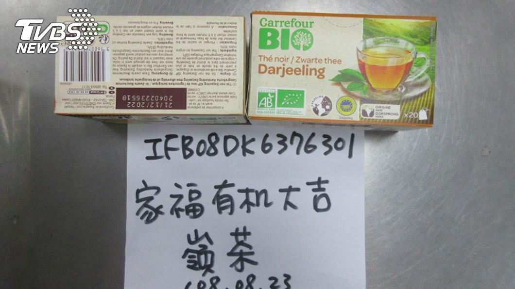 衛福部食藥署24日公布邊境查驗違規名單,共3款茶葉產品被驗出農藥違規,其中驚見2款家樂福有機茶,多達26公斤產品遭退運銷毀。(食藥署提供)圖/中央社