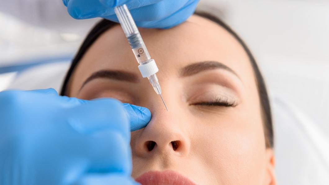 示意圖/TVBS 女打玻尿酸想美肌 一針下去右眼竟「永久失明」