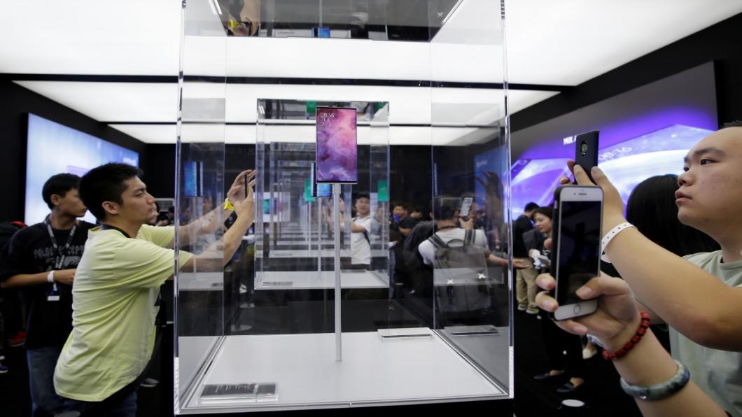 圖/達志影像路透 小米加入5G手機戰局 加碼推環繞螢幕概念機