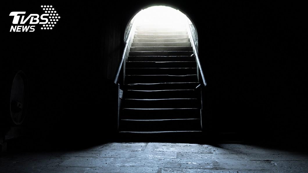 地下室示意圖,與事件無關。圖/TVBS 女兒詐領社安金 狠將母屍塞「塑膠桶」藏地下室4個月