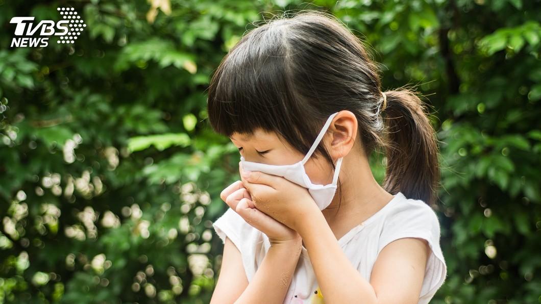 季節轉換時氣溫變化較大,容易感冒。示意圖/TVBS 發燒又久咳…小心是「黴漿菌肺炎」!醫憂:今年恐大流行