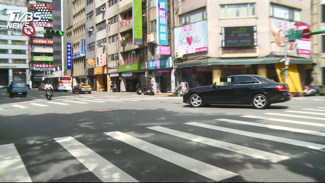 圖/TVBS 15交通新制將上路! 轉彎、換車道不打燈「重罰」
